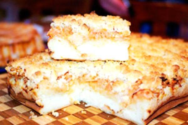 Творожная шарлотка с яблоками: классический рецепт и его вариации