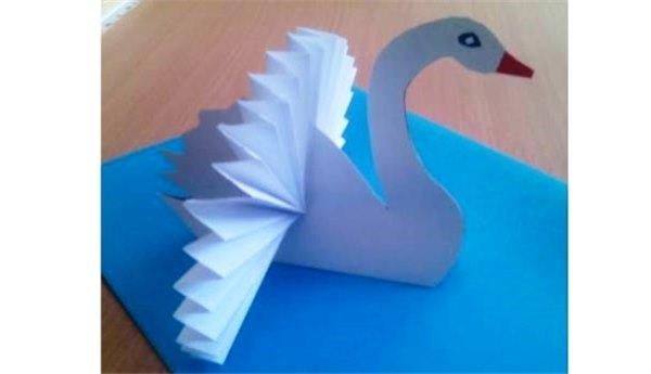 Как вырезать лебедя из бумаги