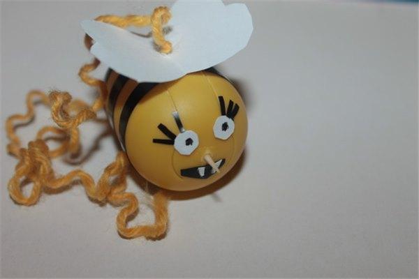 Как сделать пчелок из киндер сюрпризов 103