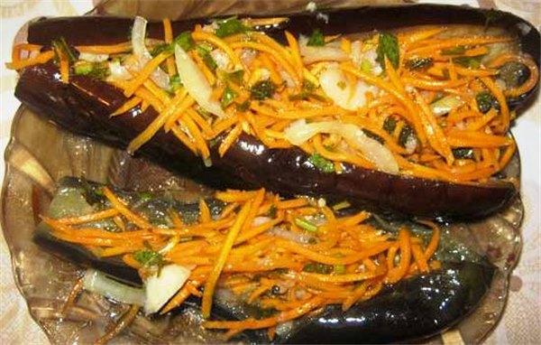 Квашеные баклажаны фаршированные капустой морковью и чесноком