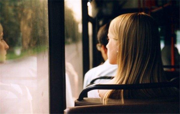 Ласкает его в автобусе, онлайн порно видеоролики с старыми толстыми женщинами