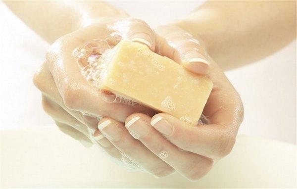 Подмывание натуральным хозяйственным мылом