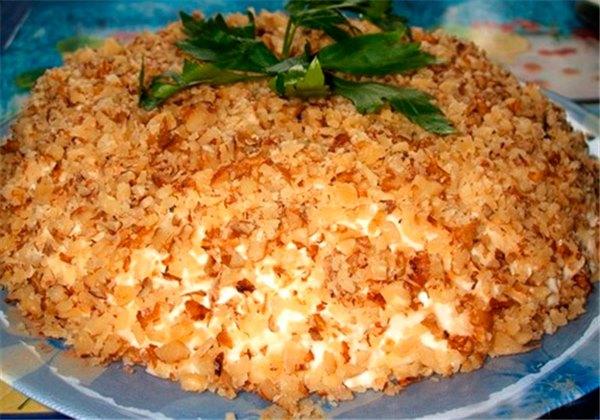 Салат с картофелем курицей и грецкими орехами