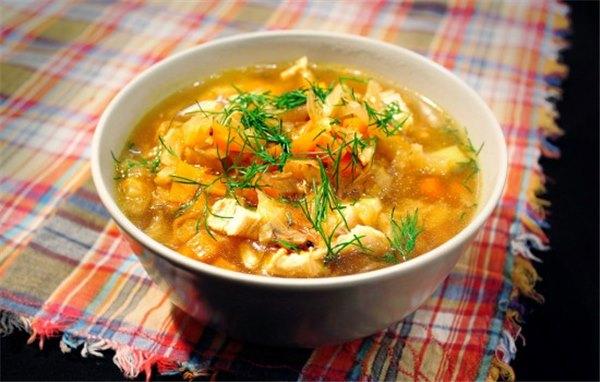 Дадим супу настояться минут, после чего подадим на стол.