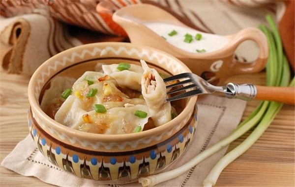Вареники с луком – экономный вариант! Разные рецептуры вареников с луком и творогом, картофелем, яйцами, грибами